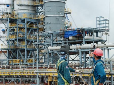 máy khoan từ dùng sửa chữa trong nhà máy lọc dầu